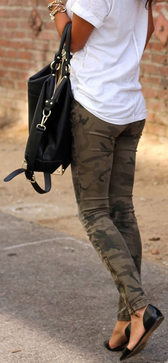 Street style   White t-shirt, camouflage pants, flats and a handbag