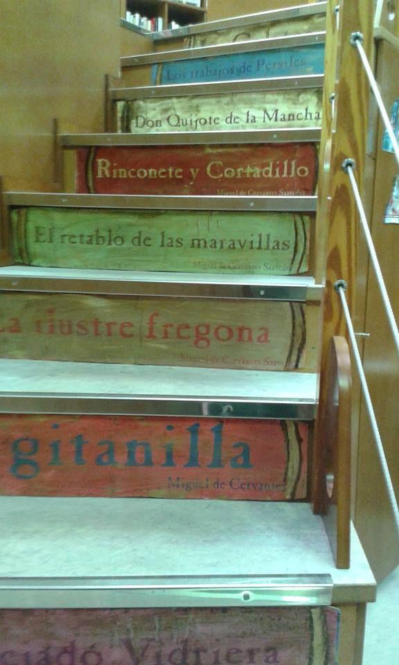 Escalera lectora sobre Cervantes realizada por Amparo Cuenca para la Biblioteca del Deposito del Agua de Albacete.
