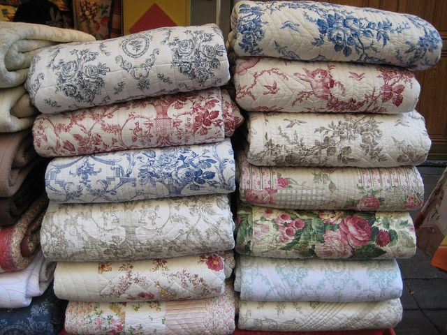 Wish I'd gotten some of this fabric on my last trip to Paris. Next time, I guess. French quilts in Paris