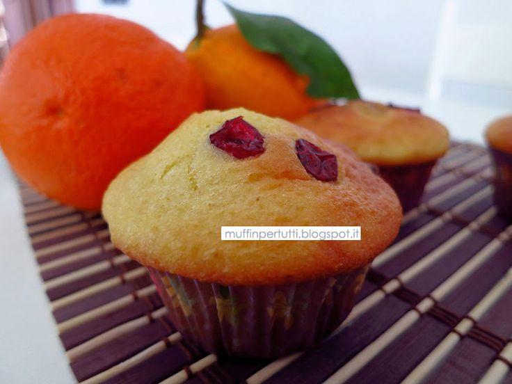 Muffin all'arancia e mirtilli rossi secchi