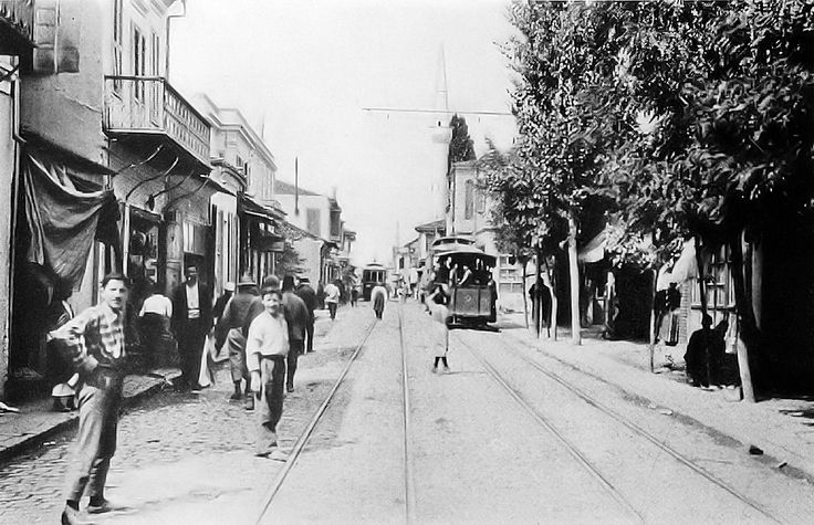 Κόσμος στο δρόμο και στα τραμ - 1916