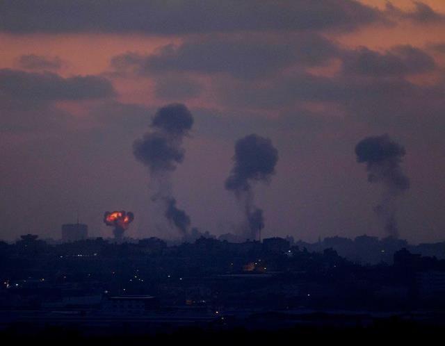 Israel pounds Gaza Strip (© ASSOCIATED PRESS)
