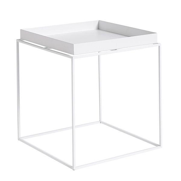 L'idea alla base del design dei tavoli vassoio di Hay era quella di sostituire i grandi tavoli da salotto unendo vari tavoli più piccoli. Il tavolo vassoio di Hay ha una struttura in acciaio sulla quale poggia un vassoio rimovibile.