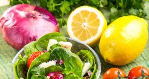 Салат со шпинатом и орехами