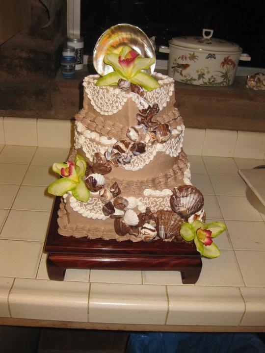 Hochzeitstorte für die älteste Tochter. Benutzte Schokoladenschlagsahne zu den Eistorten. Aber…