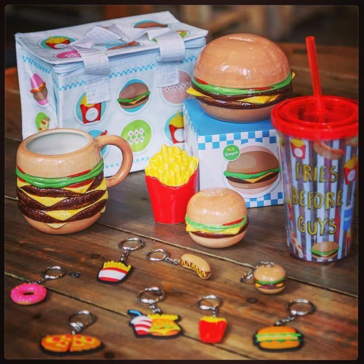 #fastfood #range #kitchen #pub #burger #fries #friesbeforeguys #frites #hamburger #mug #tirelire #moneybox #food #keyring #coolbag #junkfood #pizza #yumyum #porteclé #paille #kitchenware #keyrings #sacisotherme #manger #ideecadeau #giftware #puckator