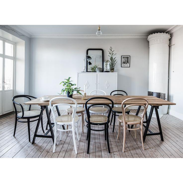 No 30 tuoli, musta/rottinki – Ton – Osta kalusteita verkossa osoitteessa ROOM21.fi