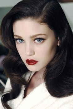 Gwen black hair fair skin blue doe eyes 98e3a0afa75e4154e1d3f2310dcff10e.jpg (236×352)