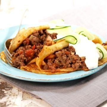 Oppskrift på fylte middagspannekaker med karbonadedeig og tzatsiki