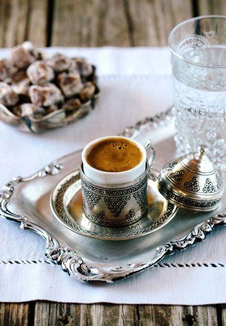 Zencefilli Türk kahvesi   Sizi nezleye karşı koruyan bir kahve içmek ister misiniz?  Malzemeler: 1 tatlı kaşığı Türk kahvesi, 1 adet kesme şeker, yarım çay kaşığı toz zencefil, 1 fincan soğuk su. - Sayfa: 4