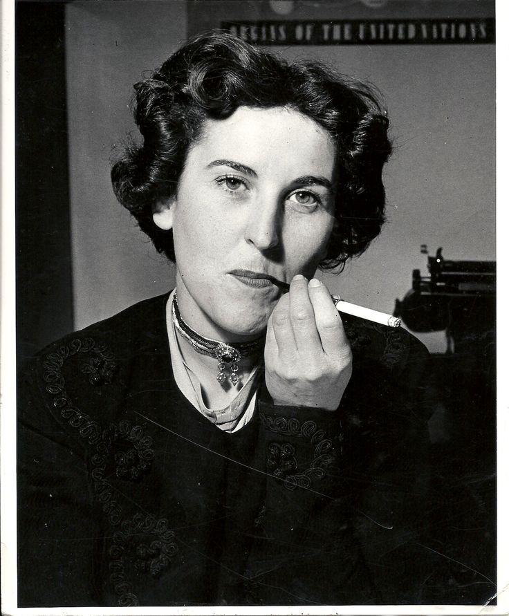 """* Charlotte Delbo (1913 - 1985) est femme de lettres française, résistante qui a vécu la déportation. Son livre """"Aucun de nous ne reviendra"""" est publié en 1965"""