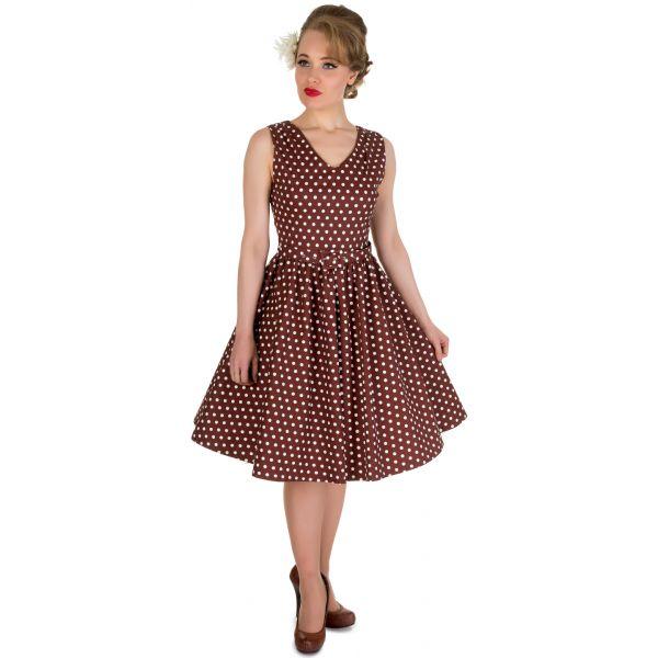 Šaty Dolly and Dotty Wendy Chocolate Polka Puntíkaté krásky, kterým se prostě neříká ne, navíc za báječnou cenu! Skvělý model vhodný na retro večírek či běžné nošení. V přední i a zadní části s výstřihem do V, na ramenou mírně nabrané, projmuté v pase s rozšířenou sukní, zapínání na krytý zip na zádech, součástí pásek se sponou potaženou látkou ve stejném vzoru (některé velikosti mají pásek navíc v bílé barvě pro lepší doladění vašeho outfitu). Velmi příjemný, lehčí materiál (95% bavlna, 5%…