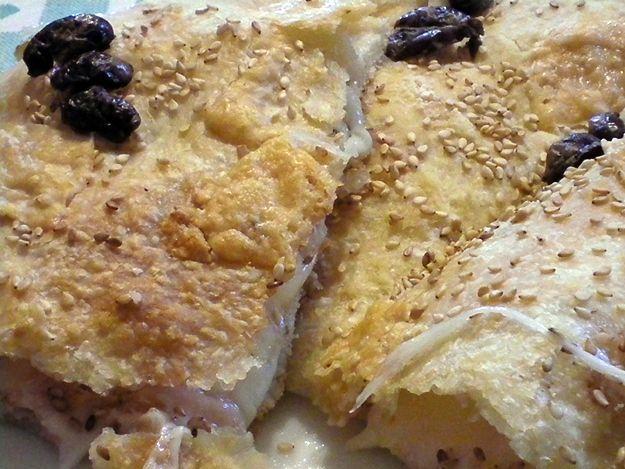 Strepitosa focaccia bianca con mozzarella e prosciutto cotto, croccante e leggera. Ecco la ricetta http://www.milady-zine.net/focaccia-bianca-ripiena-con-mozzarella-e-prosciutto-cotto/