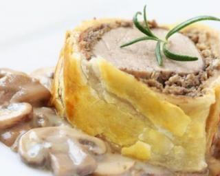 Filet mignon de veau en croûte légère pour impressionner ses invités : http://www.fourchette-et-bikini.fr/recettes/recettes-minceur/filet-mignon-de-veau-en-croute-legere-pour-impressionner-ses-invites.html