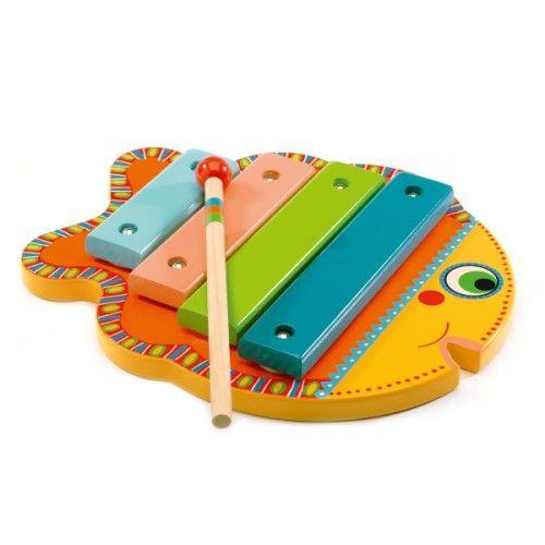 Avec ce xylophone tout en bois de la gamme Animambo, l'enfant découvre un instrument à percussion. Il tape sur les 4 notes avec la baguette pour créer une petite mélodie. Ce poisson aux couleurs vives lui apprend de manière ludique à exercer aussi son oreille musicale.