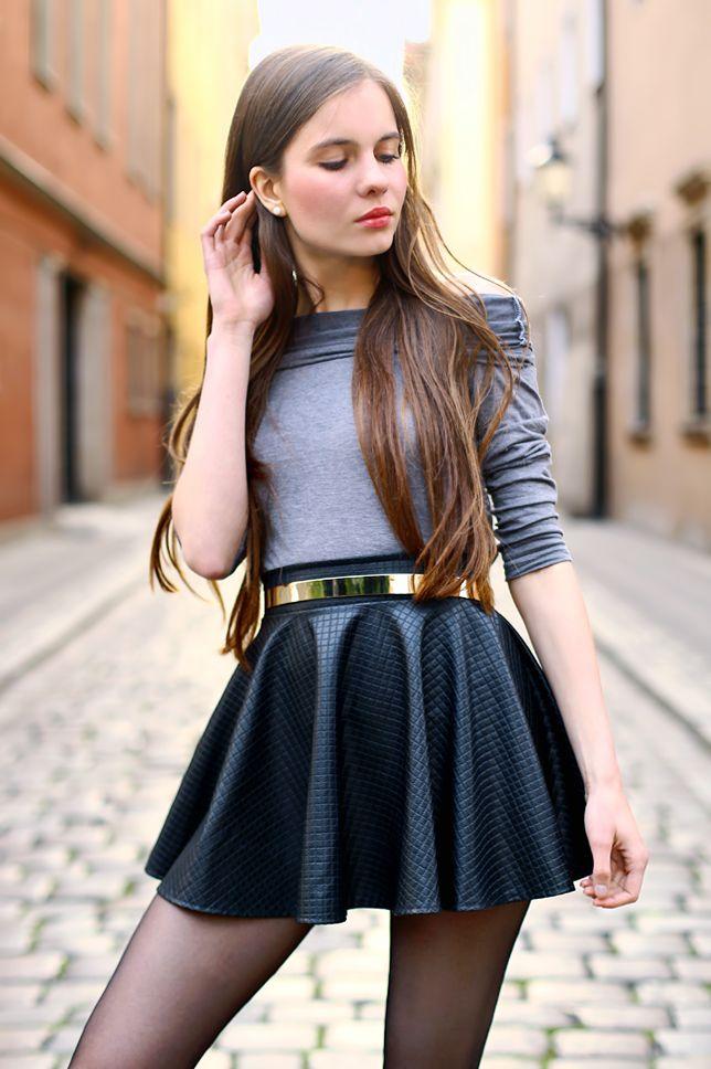 ...help! I have nothing to wear! - kobiecy blog o modzie: Szara odsłaniająca ramiona bluzka, skórzana spódniczka, czarne rajstopy i szpilki