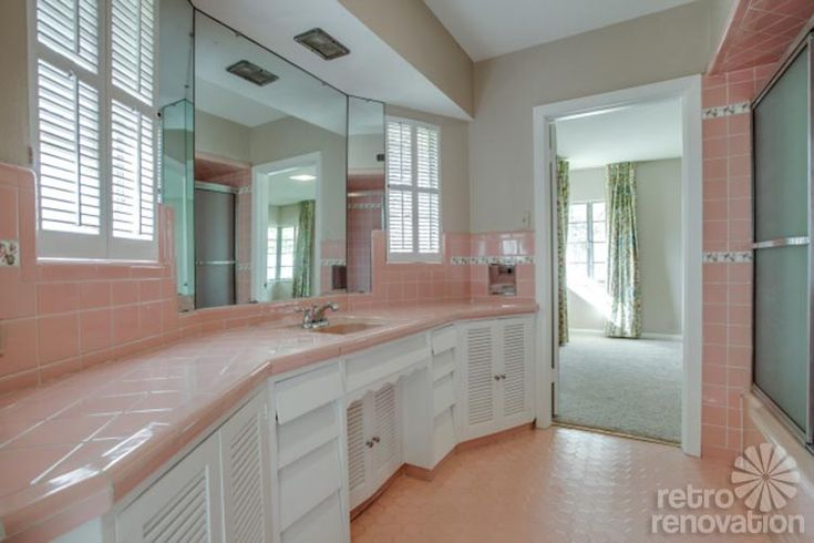 Get ready for some gorgeous aqua St. Charles kitchen cabinets and pretty pink bathrooms because today's Time Capsule Tour — a 1954 brick ranch listed for sale by Realtor Ed Murchinson in Sulphur Springs, Texas — has original details that will wow. This architect-designed house is absolutely dreamy: We adore all the exposed brick, the cork …
