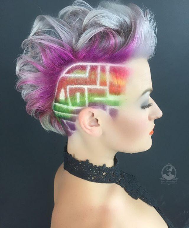 This bright geometric side cut is everything! #undercut #sidecut #mohawk…