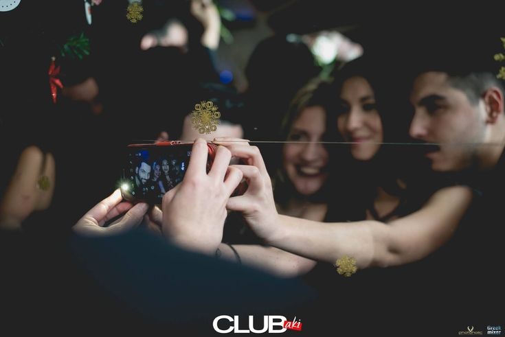 Μια καλή Selfie, για να πάει καλά η εβδομάδα! Καλή εβδομάδα από το CLUBaki!