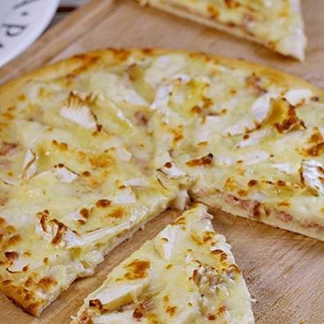 Recette : Pizza normande au camembert - Recette au fromage