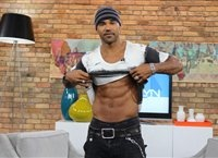 is that a Marjolyn Van der Hart piece I see behind Crminal Mind's Shemar Moore on The Marilyn Denis Show? LOL!