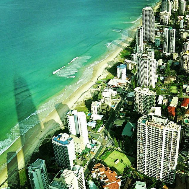 【a_zono】さんのInstagramをピンしています。 《🔸✈🔸 Fantastic city view from Q1. Gold coast in Australia🐨🐨 . . オーストラリアのゴールドコースト🐨🐨 オーストラリアNo.1の高さの建物からの眺め✨ キレイな海🌊とシティ🏢の共存🙆🙆 . --------------------- #australia #goldcoast #city #cityview #beautiful #ocean #travelphoto #travelingram #traveler #travelgirl #travellog #amazing #seaside #visiting #surfersparadise #travelgram #backpacker #trip #travel #オーストラリア #ゴールドコースト #サーファーズパラダイス #絶景 #海 #オシャレ #旅写真 #カメラ女子 #写真すきな人と繋がりたい #旅好きな人と繋がりたい #オーシャンビュー》