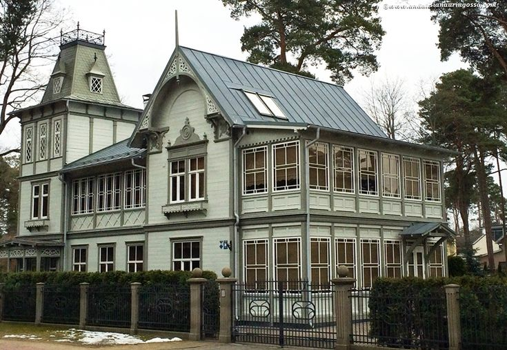 The picturesque spa town of Jurmala is only a 20-minute drive from Riga and guaranteed to charm any visitor with its intricate early 20th century wooden villas <3 #travelblog #Jurmala #Latvia #visitLatvia #visitJurmala #architecture #travelphotography #wanderlust #exploretheworld