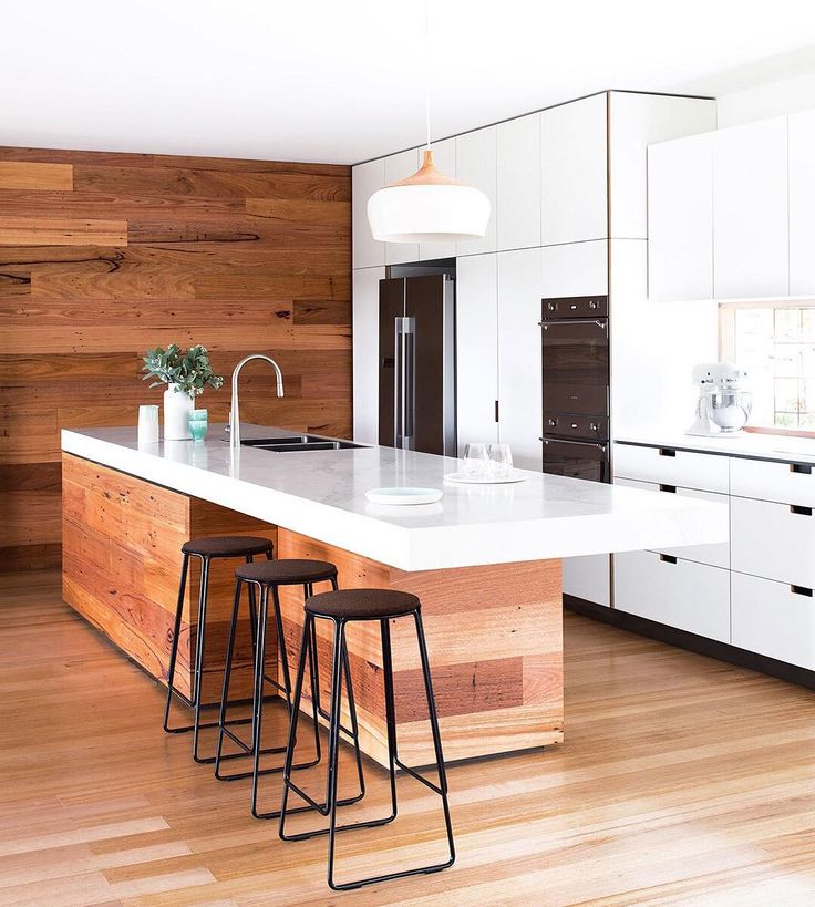 Do you have a renovating or decorating question that you'd like to ask us? Please leave it in the comments and hopefully we can answer it in an upcoming 'Ask An Expert' page in the magazine! In our current May issue Travis Dean of @cantileverinteriors shares advice on designing a kitchen island bench. (Hit the link in our profile for some past answers that have featured). Photography by @gemmola. by insideoutmag