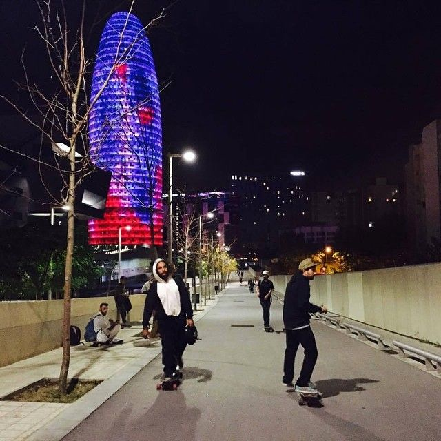 Un #recuerdo #zombieridebcn #barcelona #docksession #longbordbarcelona #cruising #smile ##paseo #halloween  #skateboarding #aron / 10 / 2016 21:00 #Comingsoon
