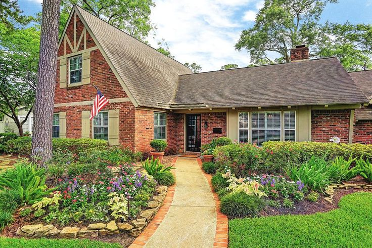 12127 Rip Van Winkle. Fantastic curb appeal! Inviting walkway surrounded by lush landscaping and mature trees. Situated on lovely horseshoe street. Welcome home! Bernstein Realty, Houston Real Estate.