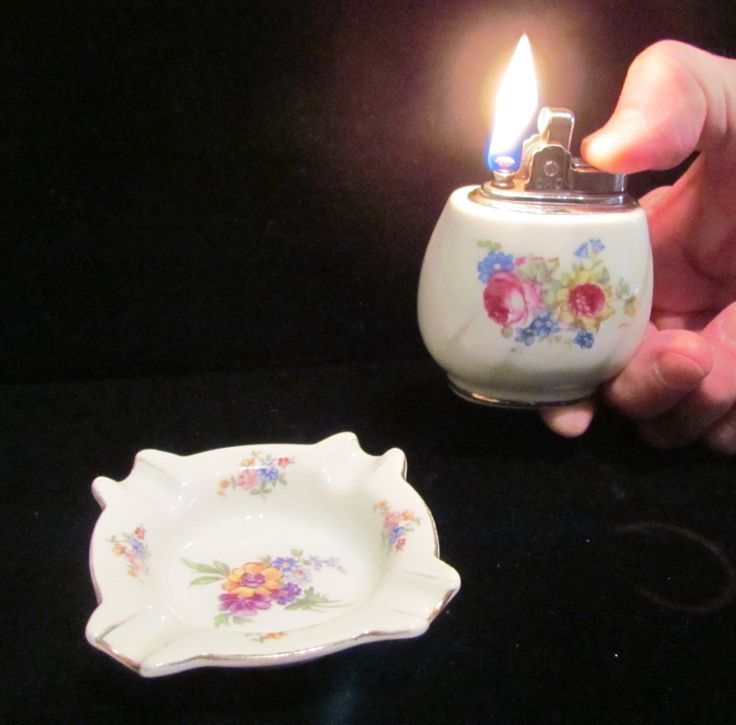 1950s Ceramic Hand Painted Floral Lighter & Ashtray Working Lighter