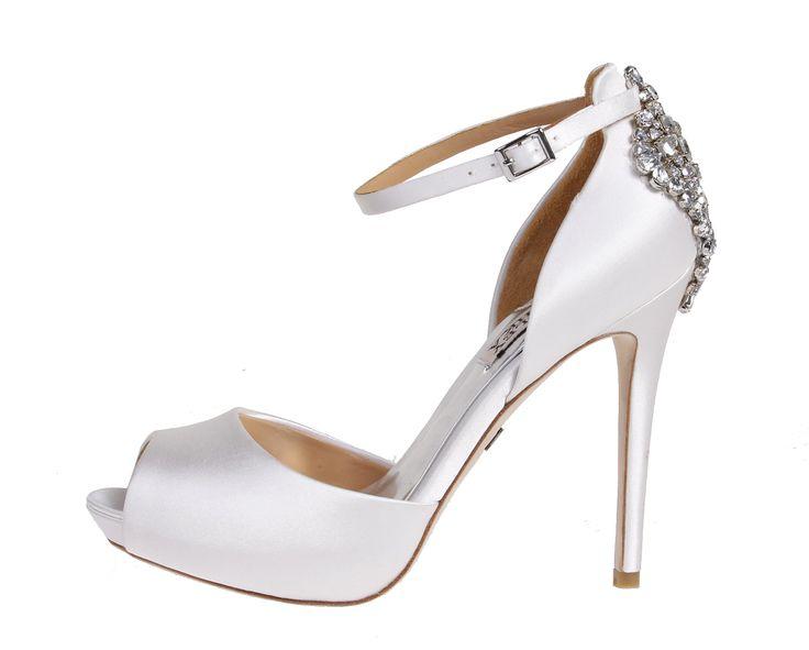 Wedding day inspiration from Kleinfeld Canada: Badgley Mischka shoes, Gene White