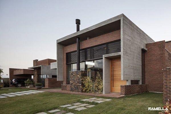 Fachada de hormigón y ladrillo visto Casa Hoff / Arquitectos Ramella, Brasil http://www.arquitexs.com/2013/12/residencia-hoff-ramella-arquitetura.html