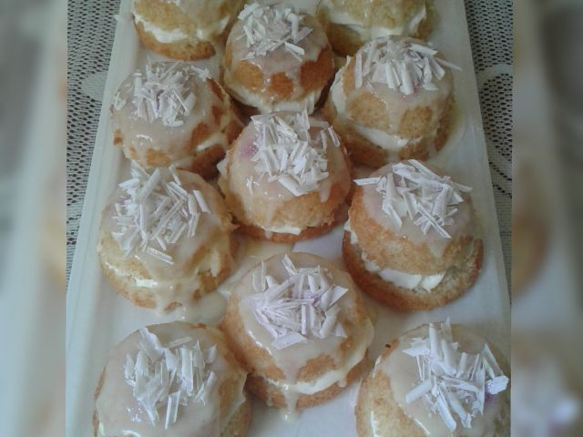 Milkybar cakes