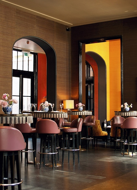 Bar at College Hotel Amsterdam with stunning leather bar stools! Hotel Interior Design #hospitalityprojects #leadinghotels See more inspiration: http://www.brabbu.com/en/inspiration-and-ideas/category/world-travel/hotel