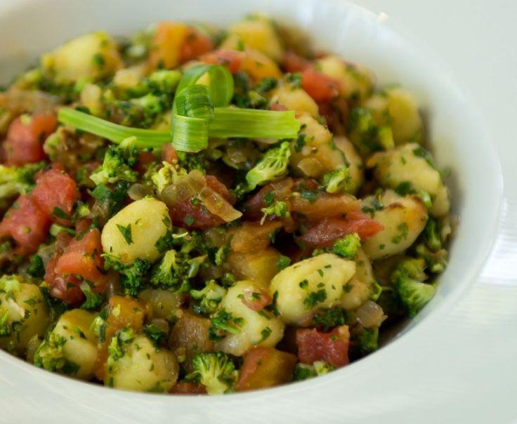 Nhoque de Batata-Doce com Brócolis e Tomate