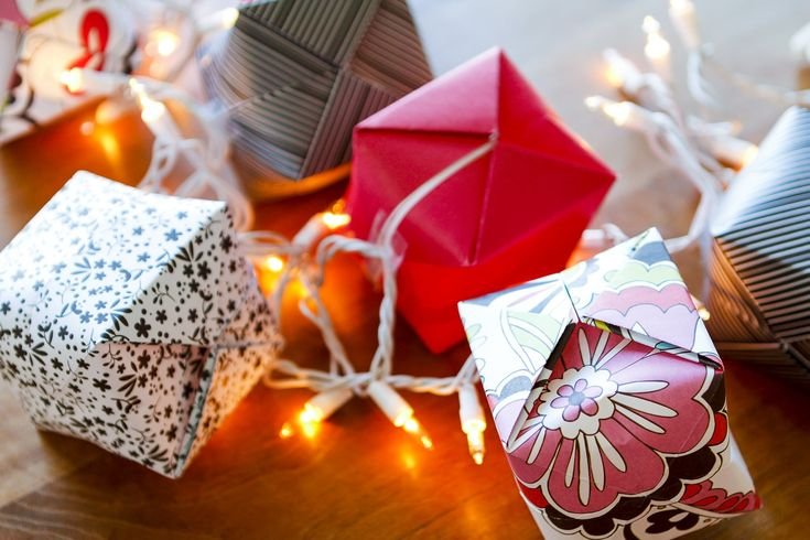 How To Make Origami Lights -- transform the classic Chinese water bomb into origami light covers to create these gorgeous origami string lights, a beautiful and festive lighting option! Not just for Chinese New Year, they\'re a great option for indoor or outdoor parties, weddings, baby showers, Christmas, you name it... | origami lights diy | origami lights shade | origami lights covers | origami lights awesome | origami lights awesome #chinesenewyear #papercrafts #origami #paperart