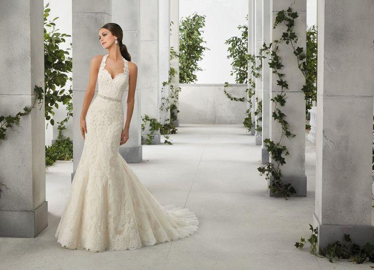 FABIOLA Amerykański dekolt koronkowej sukni ślubnej Madeline Gardner typu rybka Elegancka, dopasowana, koronkowa suknia, z trenem. Wyszywana subtelnymi kryształkami. Zapinana …