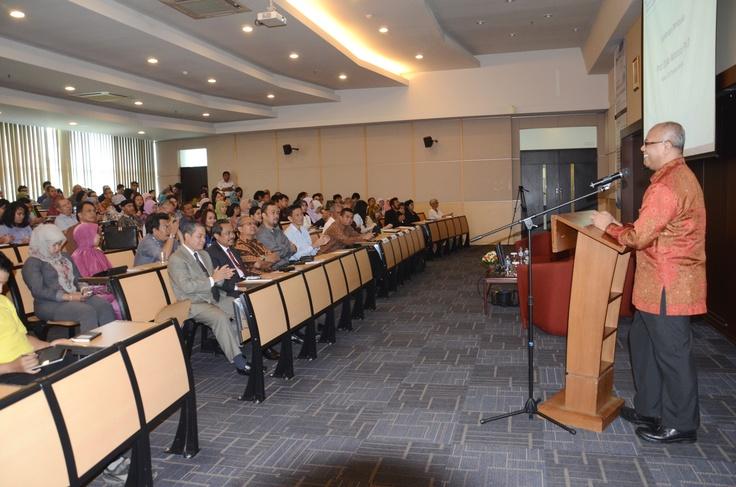 Pembukaan Seminar UKM oleh Ketua PMBS - Prof. Djoko Wintoro, PhD