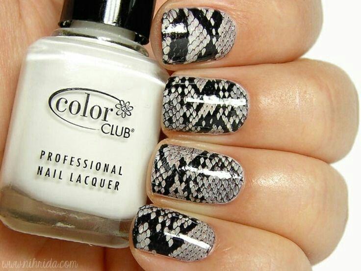 Black and grey snake skin nailart