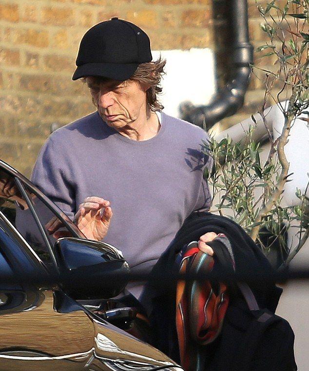 Stones Please Don`t Stop: Mick Jagger saliendo de la casa de Jerry Hall.
