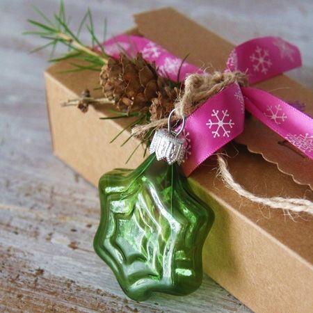 Collection Noël 2016 Fantasie cristaline pleine de peps en couleurs rose fushia, vert fluo et violet.