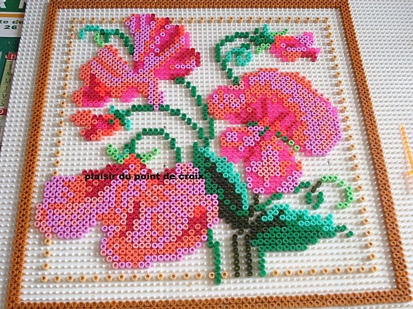 blumen b gelperlen flowers hama perler beads by le plaisir du point de croix b gelperlen. Black Bedroom Furniture Sets. Home Design Ideas