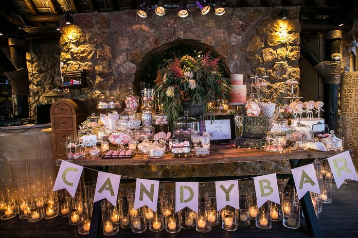The most romantic candybar is filled with candies for the newlyweds and their guests <3 :)