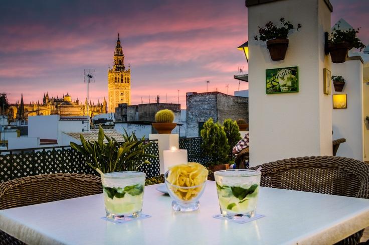 Uno de los mayores atractivos de Hotel Murillo es su situación. ¿Te apetece beber algo al atardecer con vistas a la Giralda? http://www.grupoadhra.com/hotel-murillo-sevilla