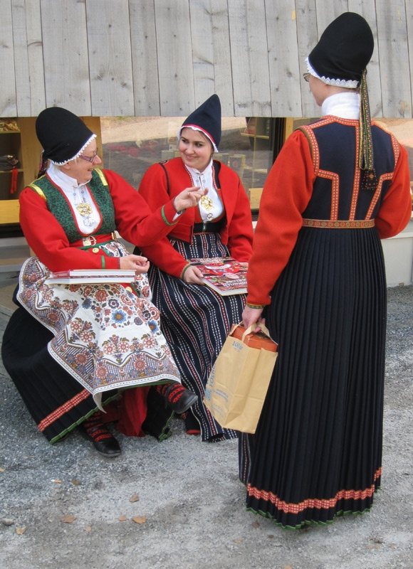 Ladies from Sunnfjord are producers at Audhild Vikens Vevestove. Bunader from Jølster, Norway
