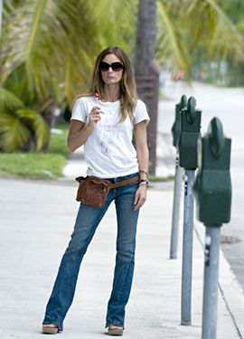 Love her leather hip bag! (yes that's right she's totally rock'n a fanny pack!)