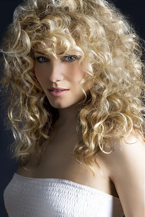 Lanza - Long Blonde curly hair styles