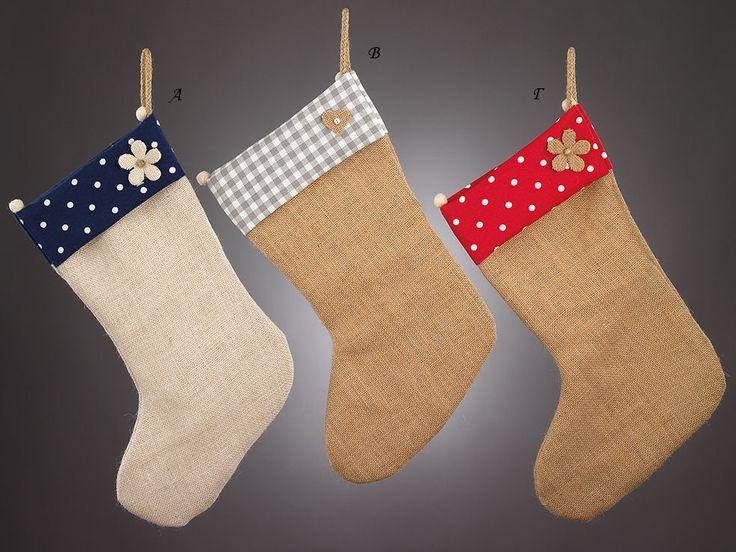 www.mpomponieres.gr Χριστουγεννιάτικες κρεμαστές κάλτσες φτιαγμένες από ύφασμα λινάτσα και στο επάνω μέρος φάσα υφάσματος πουά σε κόκκινο και μπλε χρώμα καθώς και καρώ γκρι, διακοσμημένες με λουλούδια και καρδιά από λινάτσα. Όλα τα χριστουγεννιάτικα προϊόντα μας είναι χειροποίητα ελληνικής κατασκευής. http://www.mpomponieres.gr/xristougienatika/xristougeniatikes-mpotes-me-diakosmitika-apo-linatsa.html #burlap #christmas #ornament #felt  #stolidia #xristougenniatika