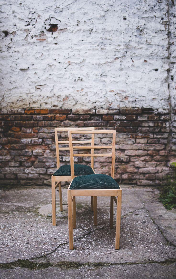 Krzesła z zieloną tapicerką – Sprzedaż i renowacja mebli